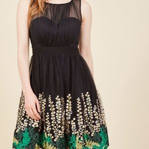 Modcloth Beautifully Abloom in black